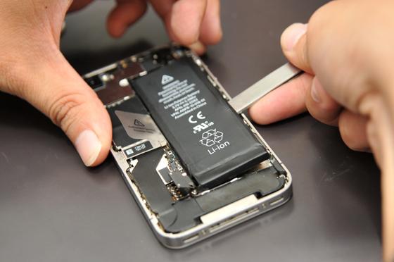 新买的智能手机电池怎么充电最好?
