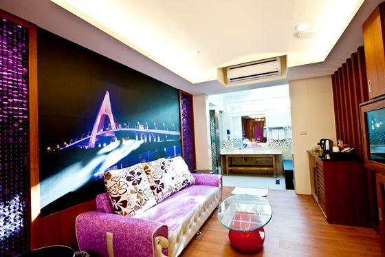 东港第一间主题汽车旅馆,备有独立车库,新颖按摩浴缸!