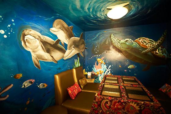 独立的包厢设计,海底世界的壁画风格,让您有如身在深海中,享受宁静