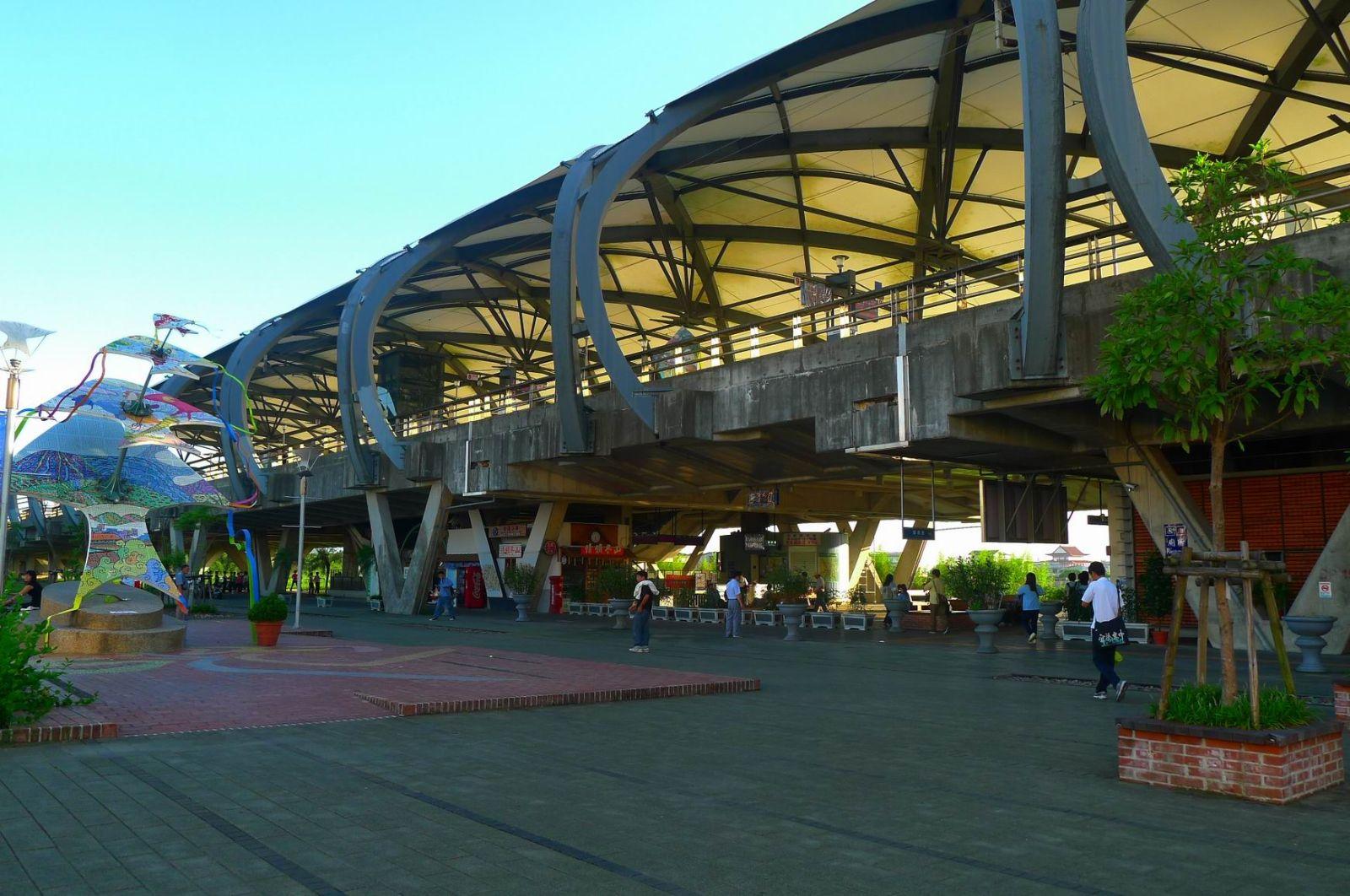 车站设计前卫,现代化,令人耳目一新