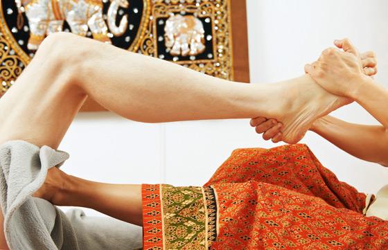 泰式古法全身被动式按摩,是专属於古代帝王级的礼遇,透过类瑜珈