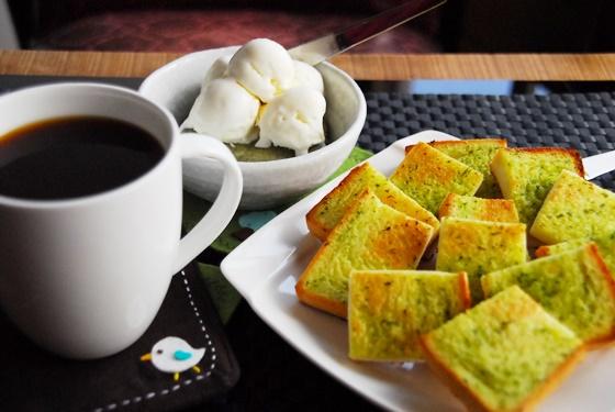 在充满复古情怀的木房子咖啡馆中享用下午茶