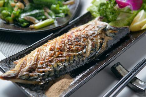 盐烤青花鱼   青花鱼又称鲭鱼,美丽花纹的鲭鱼拥有丰厚
