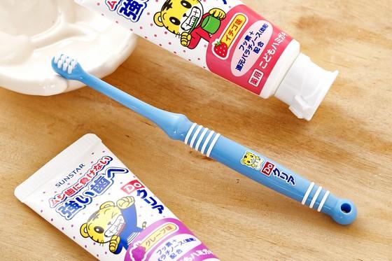 好孩子的刷牙習慣要從小培養起 讓可愛的巧虎陪孩子一起長大 牙齒健健康康、白白亮亮,笑容也更燦爛  牙齒是最需要好好保養的部位,食物殘渣易生細菌,導致各種牙齒問題。從小培養孩子的刷牙習慣,讓孩子擁有一輩子的健康白亮牙齒! 巧虎兒童牙刷 爸媽選擇日本【三詩達】巧虎兒童牙刷4階段的五大好處: 採用「長久耐用刷毛」,耐用程度是過去商品2倍 專門為兒童設計易握刷柄及超軟刷毛 讓人氣卡通角色巧虎,幫助寶寶養成刷牙習慣 四色多彩手柄顏色,全新設計襯紙 德國製造日本原裝進口Benesse授權公司貨,品質有保障 巧