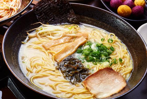 日本拉面_日本拉面中人气第一的豚骨拉面,放入肥瘦适中的猪肉,与口感绝佳的