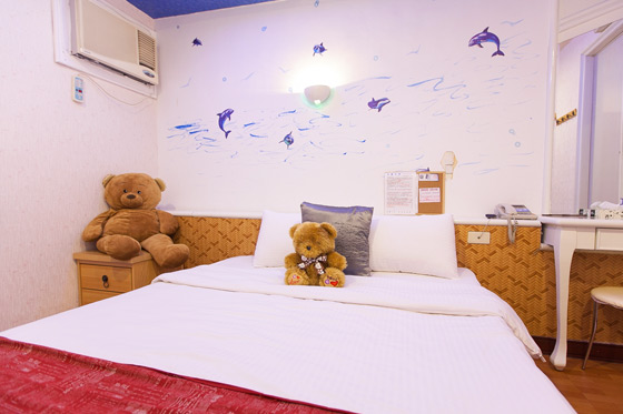 背景墙 房间 家居 酒店 设计 卧室 卧室装修 现代 装修 560_373