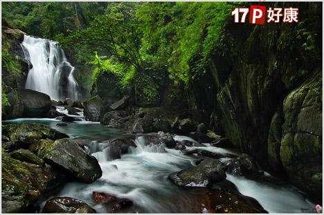 乌来瀑布为乌来风景区的代表景观之一,在日据时代有云来之泷的美誉,意