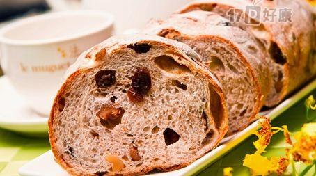 当日精心手工制作,每日限定欧式面包,师傅细心培养酵母,坚持纯天然