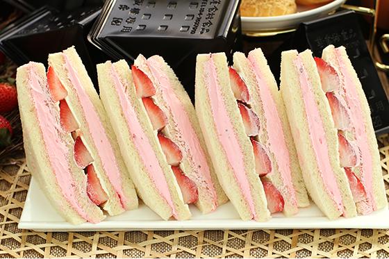 美食村/草莓三明治/草莓/三明治/大湖草莓/草莓季/甜點/下午茶/甜食/伴手禮/團購/人氣美食/早餐/夢幻甜點/甜品